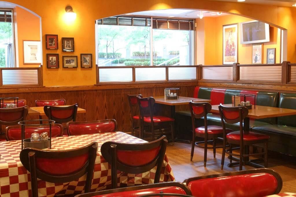 Giordanos | restaurant | 130 E Randolph St, Chicago, IL 60601, USA | 3126161200 OR +1 312-616-1200