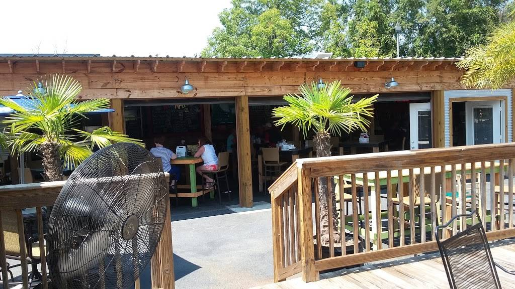 The Crawfish House | restaurant | 1801 Government St #3942, Ocean Springs, MS 39564, USA | 2282151689 OR +1 228-215-1689