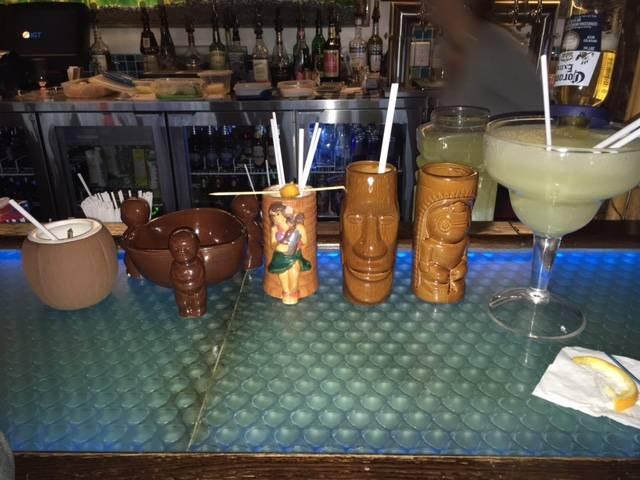 Coconut Bar | restaurant | 7531 Rue Notre Dame O, Trois-Rivières, QC G9B 1L7, Canada | 8193773221 OR +1 819-377-3221