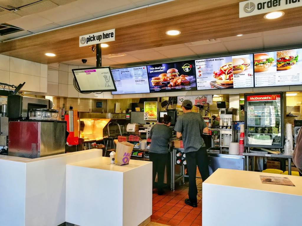 McDonalds | cafe | 3080 Travis Blvd, Fairfield, CA 94533, USA | 7074221044 OR +1 707-422-1044
