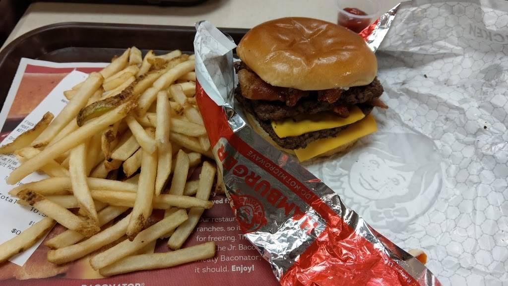 Wendys | restaurant | 401 Bergen St, Harrison, NJ 07029, USA | 9734838704 OR +1 973-483-8704