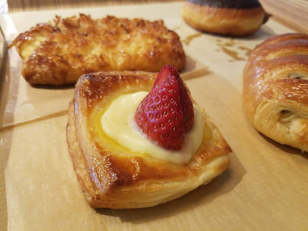 Paris Baguette   bakery   22-20 31st St, Queens, NY 11105, USA   7187770077 OR +1 718-777-0077