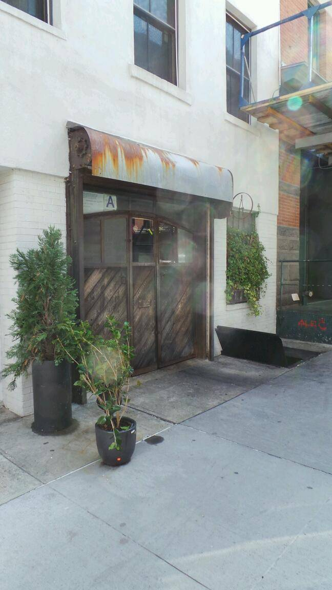 smith and mills | restaurant | 71 N Moore St, New York, NY 10013, USA | 2122262515 OR +1 212-226-2515