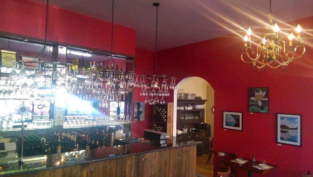Julias Beer and Wine Bar | restaurant | 818 Woodward Ave, Ridgewood, NY 11385, USA | 9179091314 OR +1 917-909-1314