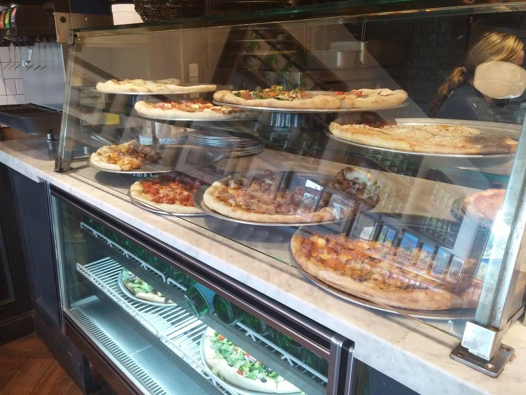 Broadway Pizza | meal delivery | 2709 Broadway, New York, NY 10025, USA | 2128644584 OR +1 212-864-4584