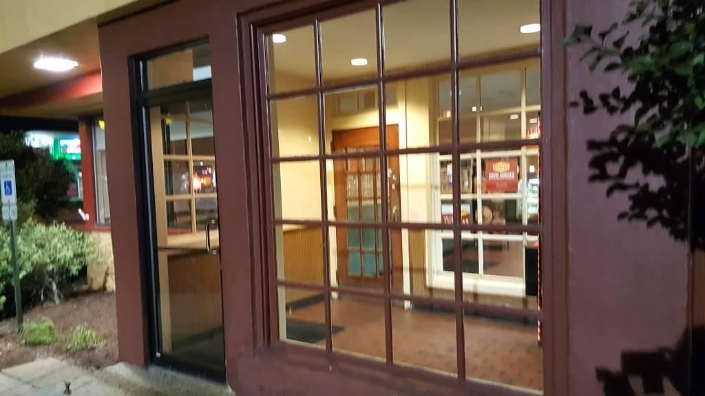 Dennys | restaurant | 17 Algonquin Rd, Arlington Heights, IL 60005, USA | 8475933240 OR +1 847-593-3240