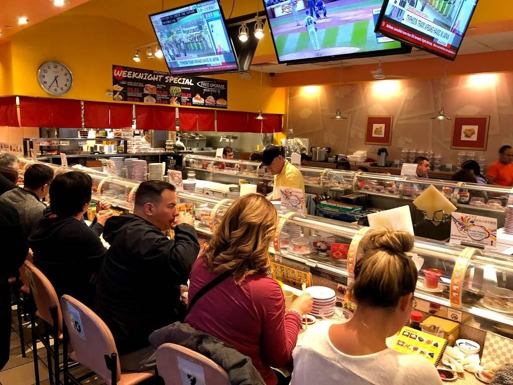 Sushi Station Restaurant 1641 W Algonquin Rd Rolling Meadows Il 60008 Usa Švieži produktai, ką tik pagaminti suši. sushi station restaurant 1641 w