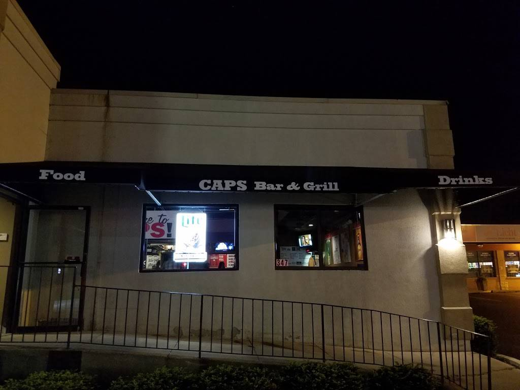 Caps Sports Bar & Grill | restaurant | 347 St Charles Rd, Villa Park, IL 60181, USA | 6302790005 OR +1 630-279-0005