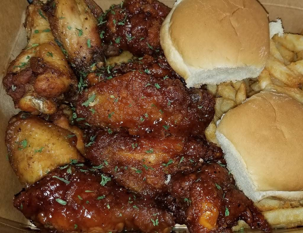 Wing Wizzard | restaurant | 1356 Queen Anne Rd, Teaneck, NJ 07666, USA | 2015305644 OR +1 201-530-5644