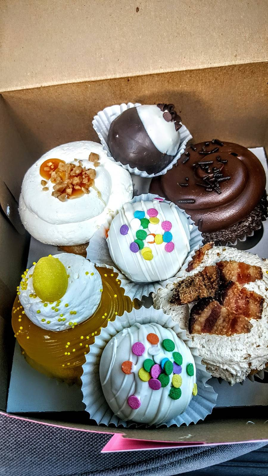 Pattys Cakes and Desserts   cafe   825 W Commonwealth Ave, Fullerton, CA 92832, USA   7145258350 OR +1 714-525-8350