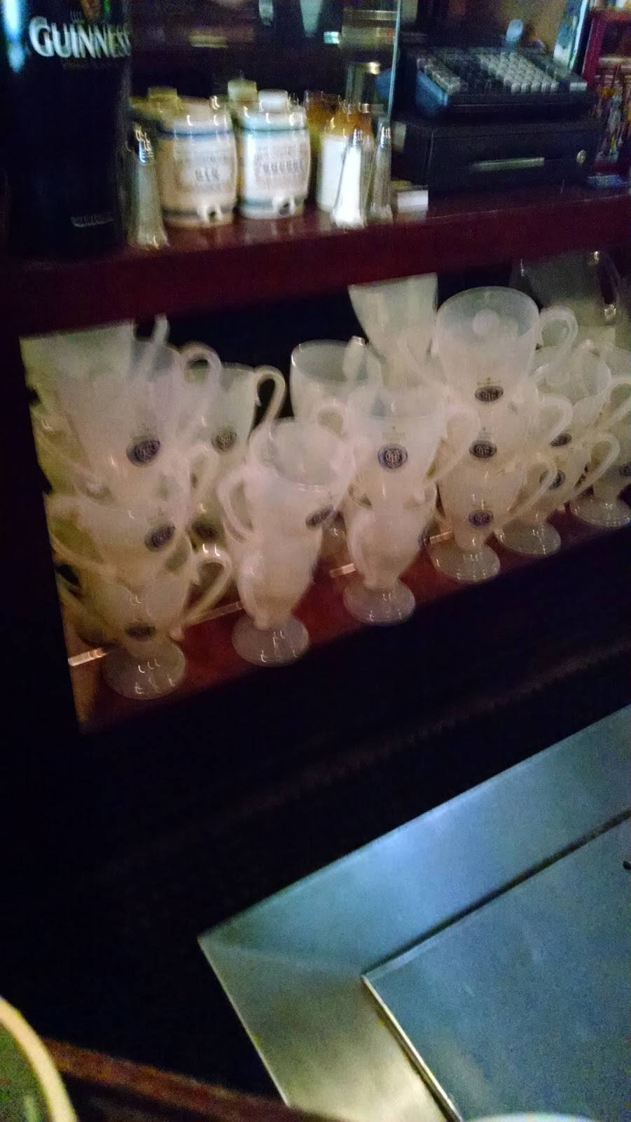 Glenlo Tavern   restaurant   6418 Fresh Pond Rd, Ridgewood, NY 11385, USA   7184180661 OR +1 718-418-0661