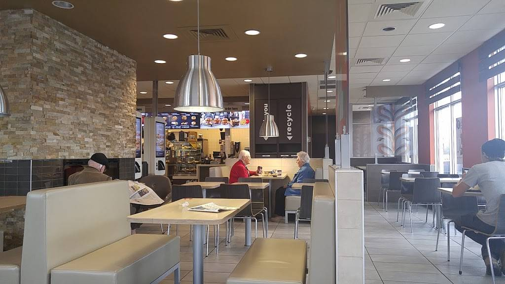 McDonalds | cafe | 4748 Ontario St, Beamsville, ON L0R 1B3, Canada | 9055633331 OR +1 905-563-3331