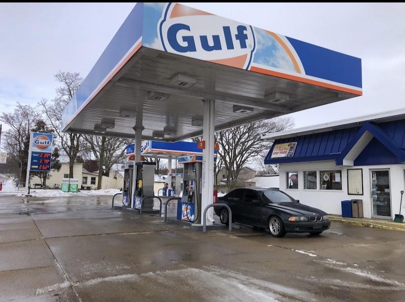 Gulf Gas Station | restaurant | 330 N Main St, Seneca, IL 61360, USA | 8157696000 OR +1 815-769-6000
