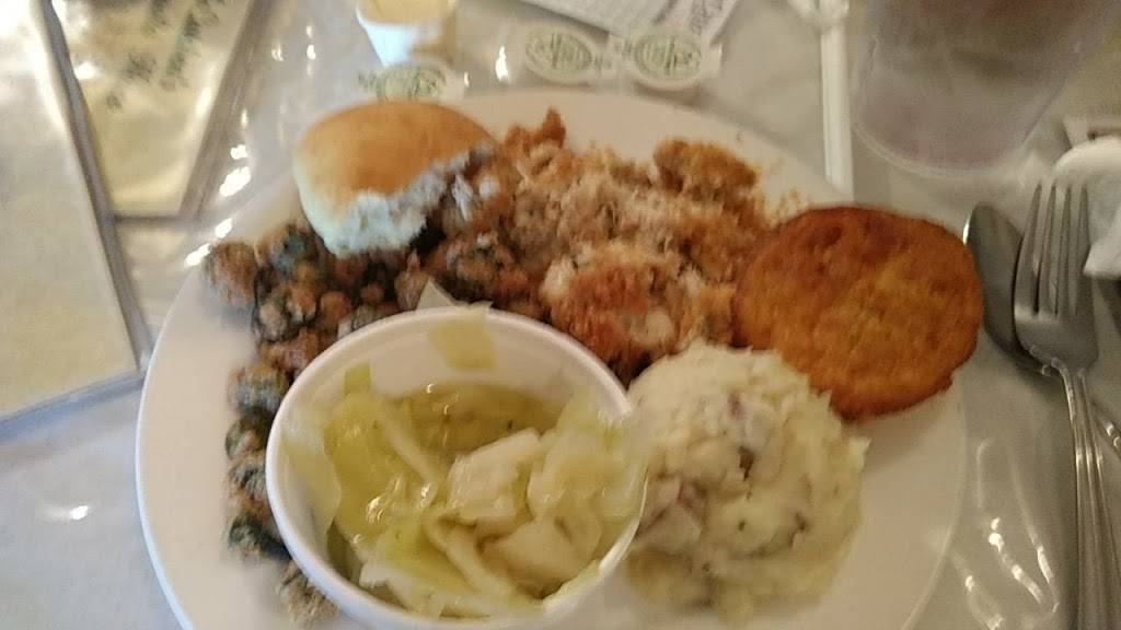 McCutchens Magnolia House | restaurant | 303 E Willow St, Scottsboro, AL 35768, USA | 2562593077 OR +1 256-259-3077