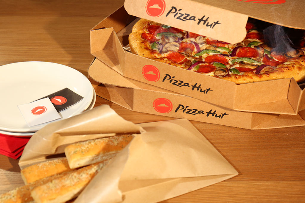 Pizza Hut | meal takeaway | 1410 N Johns St, Dodgeville, WI 53533, USA | 6089352300 OR +1 608-935-2300