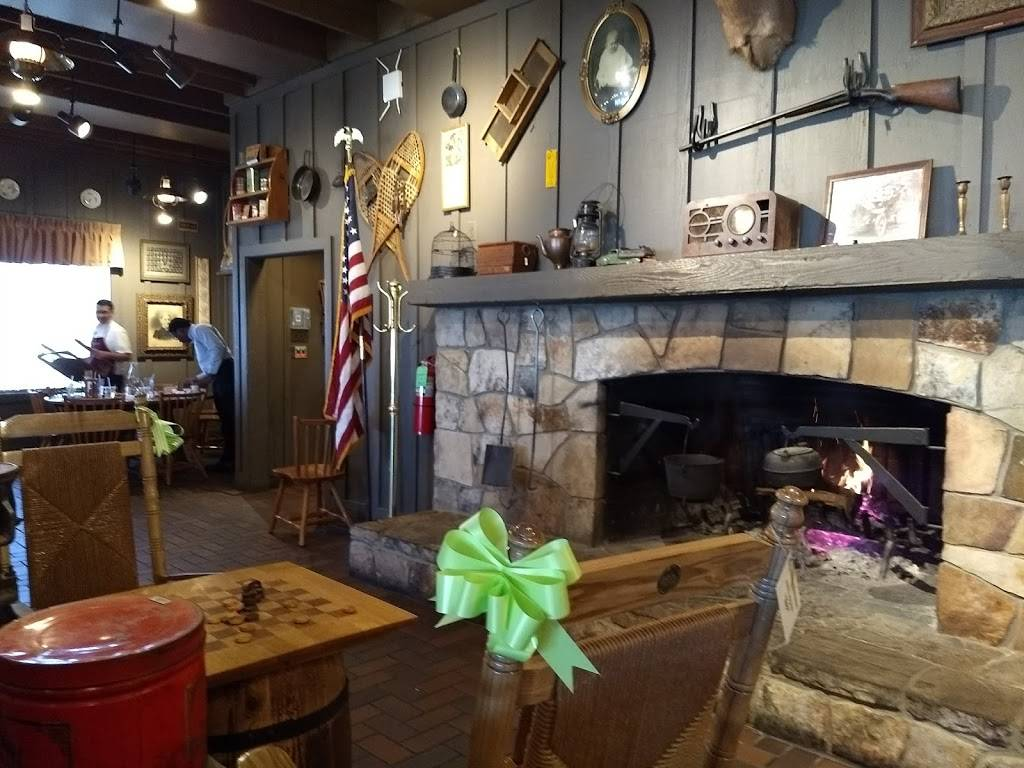 Cracker Barrel Old Country Store | restaurant | 2101 N Kenyon Rd, Urbana, IL 61802, USA | 2173449087 OR +1 217-344-9087