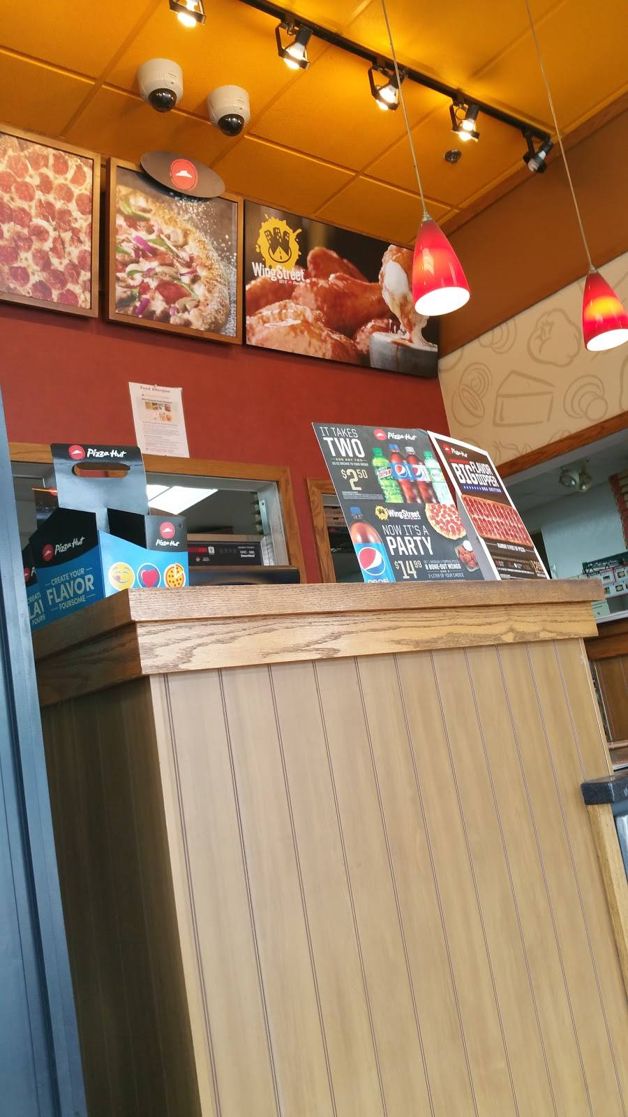 Pizza Hut | meal takeaway | 131 Church St, Lowell, MA 01850, USA | 9784549201 OR +1 978-454-9201