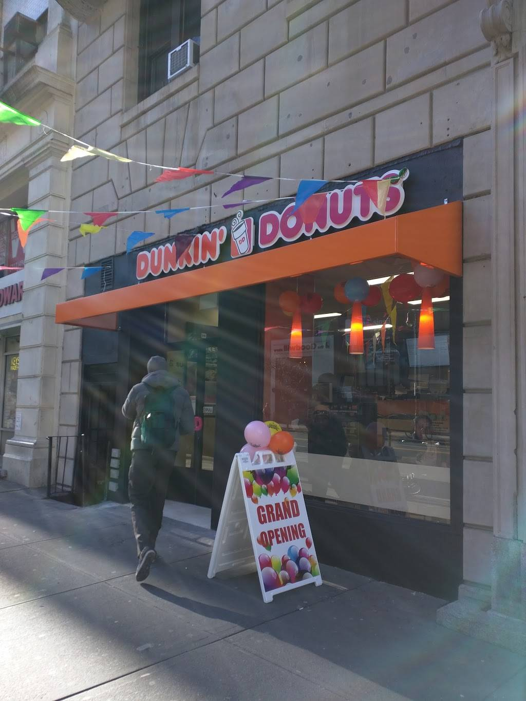 Dunkin Donuts | cafe | 166 W 72nd St, New York, NY 10023, USA | 6467679048 OR +1 646-767-9048