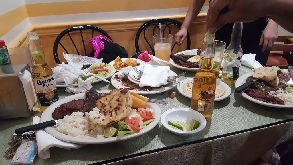 Chely's Restaurant | restaurant | 219 Nassau St, Westbury, NY 11590, USA | 5169970401 OR +1 516-997-0401
