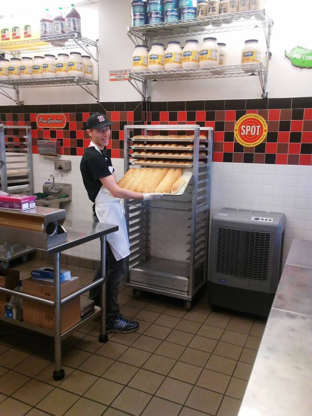 Jimmy Johns | meal delivery | 820 Central Ave, Highland Park, IL 60035, USA | 8476819440 OR +1 847-681-9440