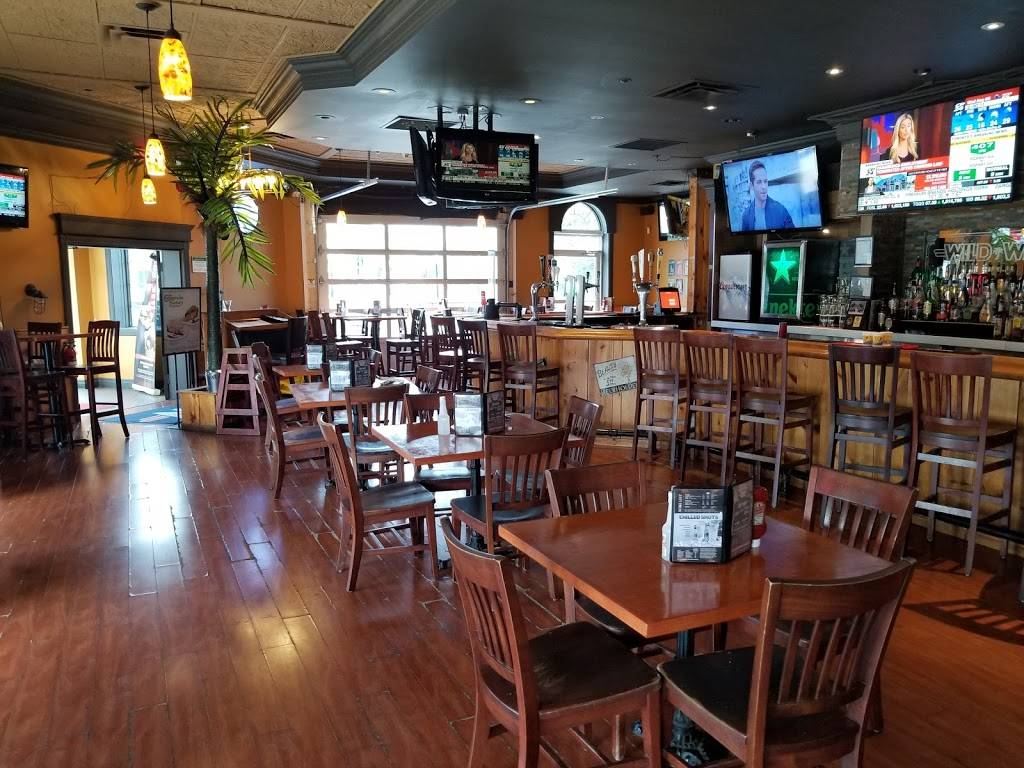 Wild Wing | restaurant | 2051 Winston Park Dr, Oakville, ON L6H 6P5, Canada | 2896442443 OR +1 289-644-2443