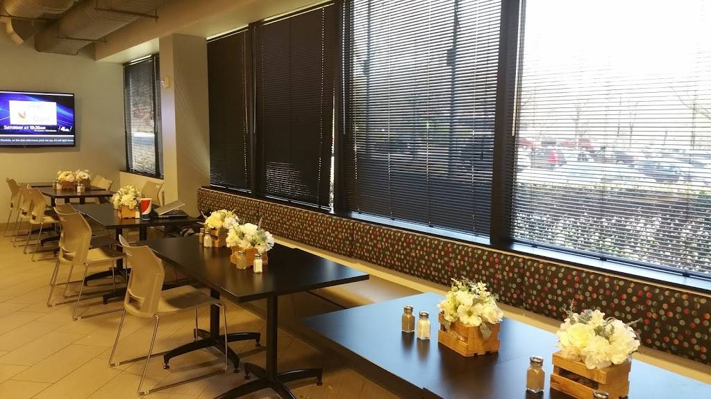 Blossom Daily Cafe and Gift Shop   restaurant   10467 White Granite Dr, Oakton, VA 22124, USA   7034616000 OR +1 703-461-6000