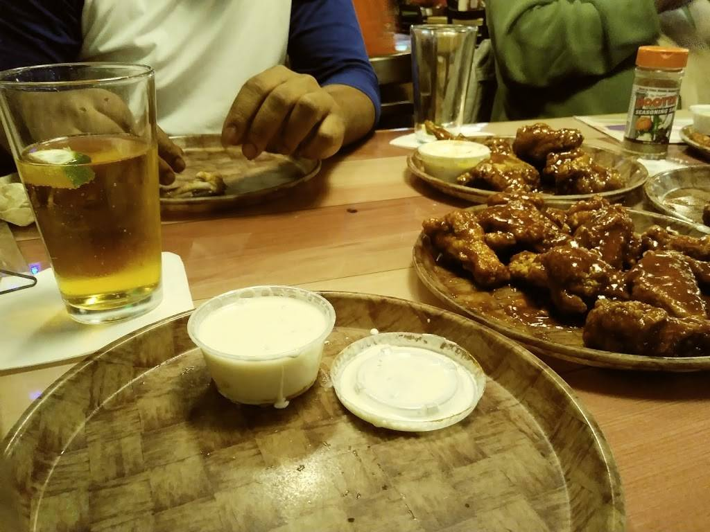 Hooters | restaurant | 17060 Torrence Ave, Lansing, IL 60438, USA | 7088890446 OR +1 708-889-0446