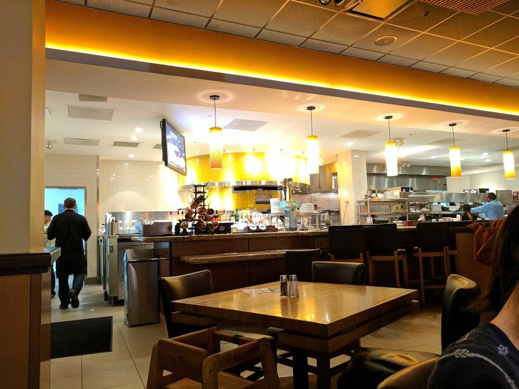 California Pizza Kitchen at Bridgewater Commons | restaurant | 400 Commons Way #1090, Bridgewater, NJ 08807, USA | 9085661225 OR +1 908-566-1225