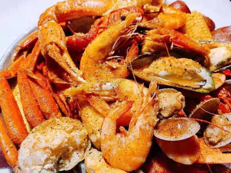 Crafty Crab   restaurant   16551 E 10 Mile Rd, Eastpointe, MI 48021, USA