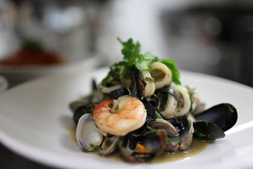 Piazza Bistro   restaurant   94 George St, Oakville, ON L6J 1H6, Canada   9056180255 OR +1 905-618-0255