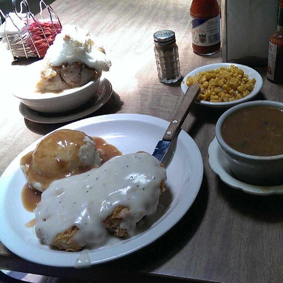 Victors Cafeteria   restaurant   109 W Main St, New Iberia, LA 70560, USA   3373699924 OR +1 337-369-9924