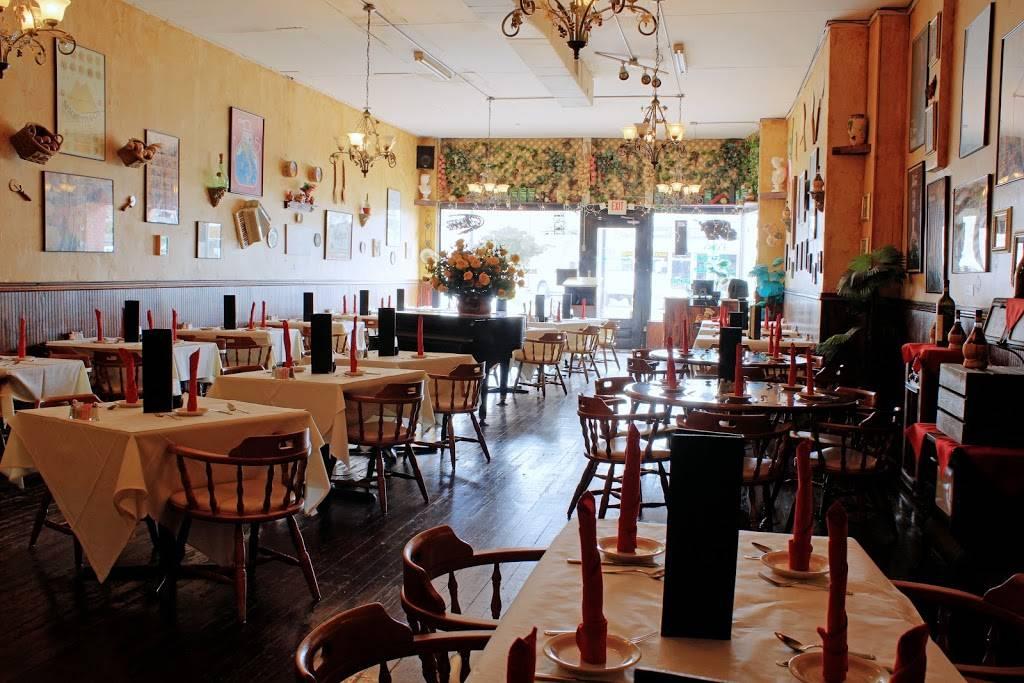 Manolos Italian Restaurant | restaurant | 38445 5th Ave, Zephyrhills, FL 33542, USA | 8137157077 OR +1 813-715-7077