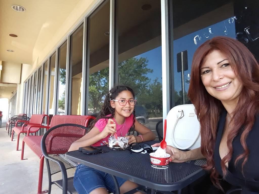Nathans Famous | restaurant | 50 Plaza Dr, Palm Coast, FL 32137, USA | 3864477650 OR +1 386-447-7650