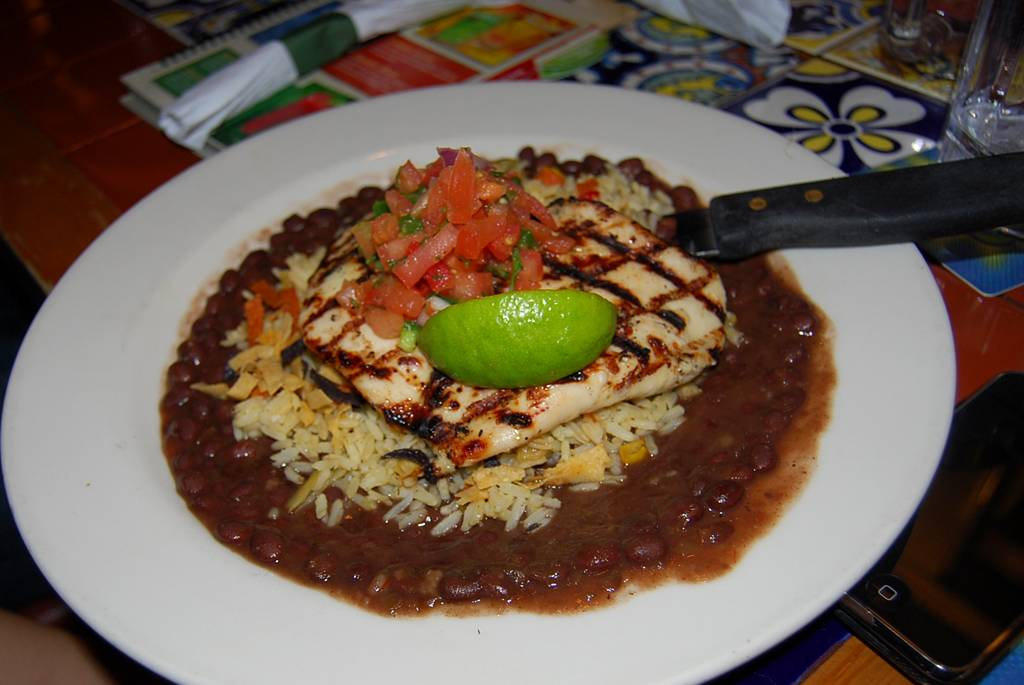 Chilis Grill & Bar | meal takeaway | 1765 Maple Ave, Evanston, IL 60201, USA | 8473289068 OR +1 847-328-9068