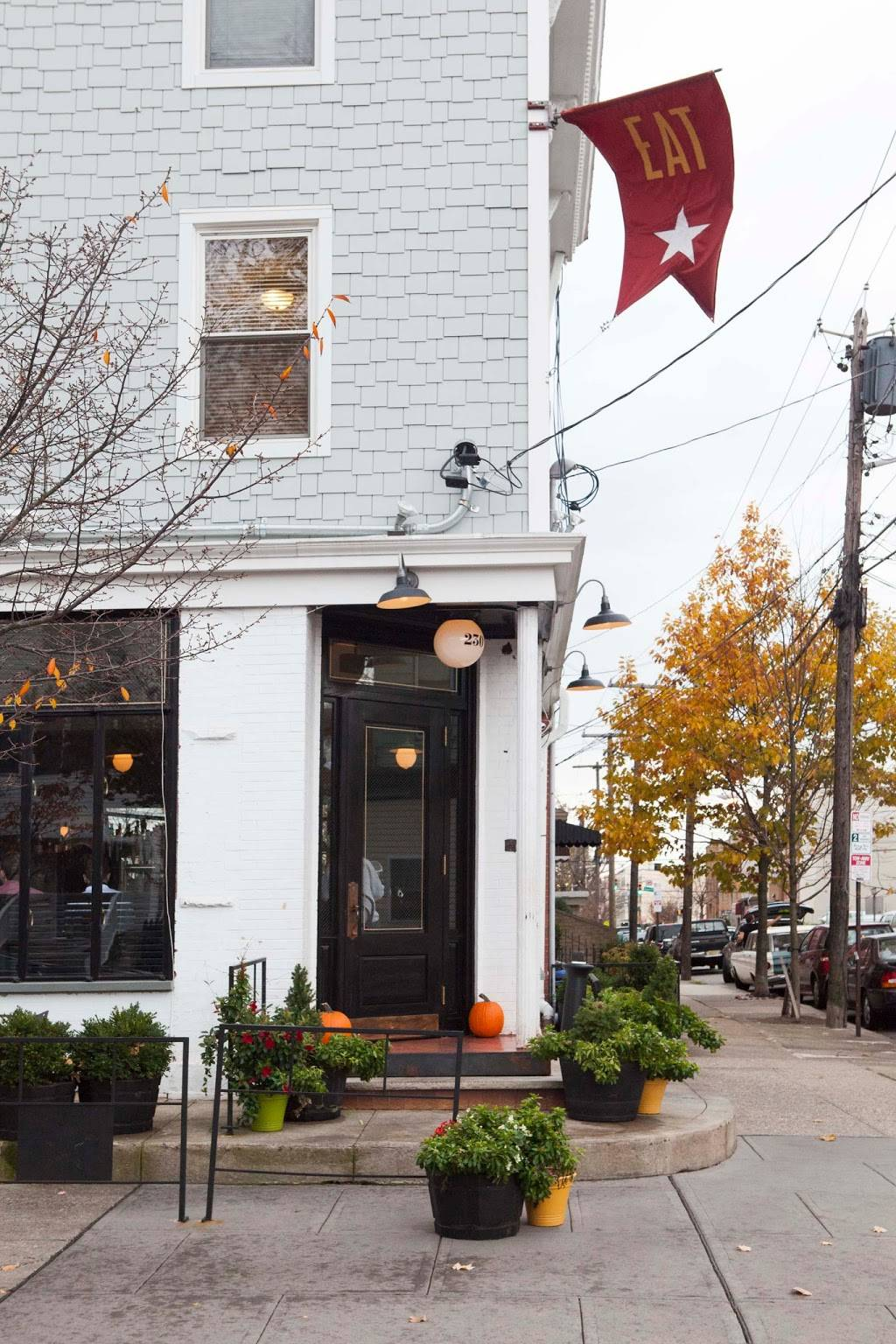 White Star Bar | restaurant | 230 Brunswick St, Jersey City, NJ 07302, USA | 2016539234 OR +1 201-653-9234