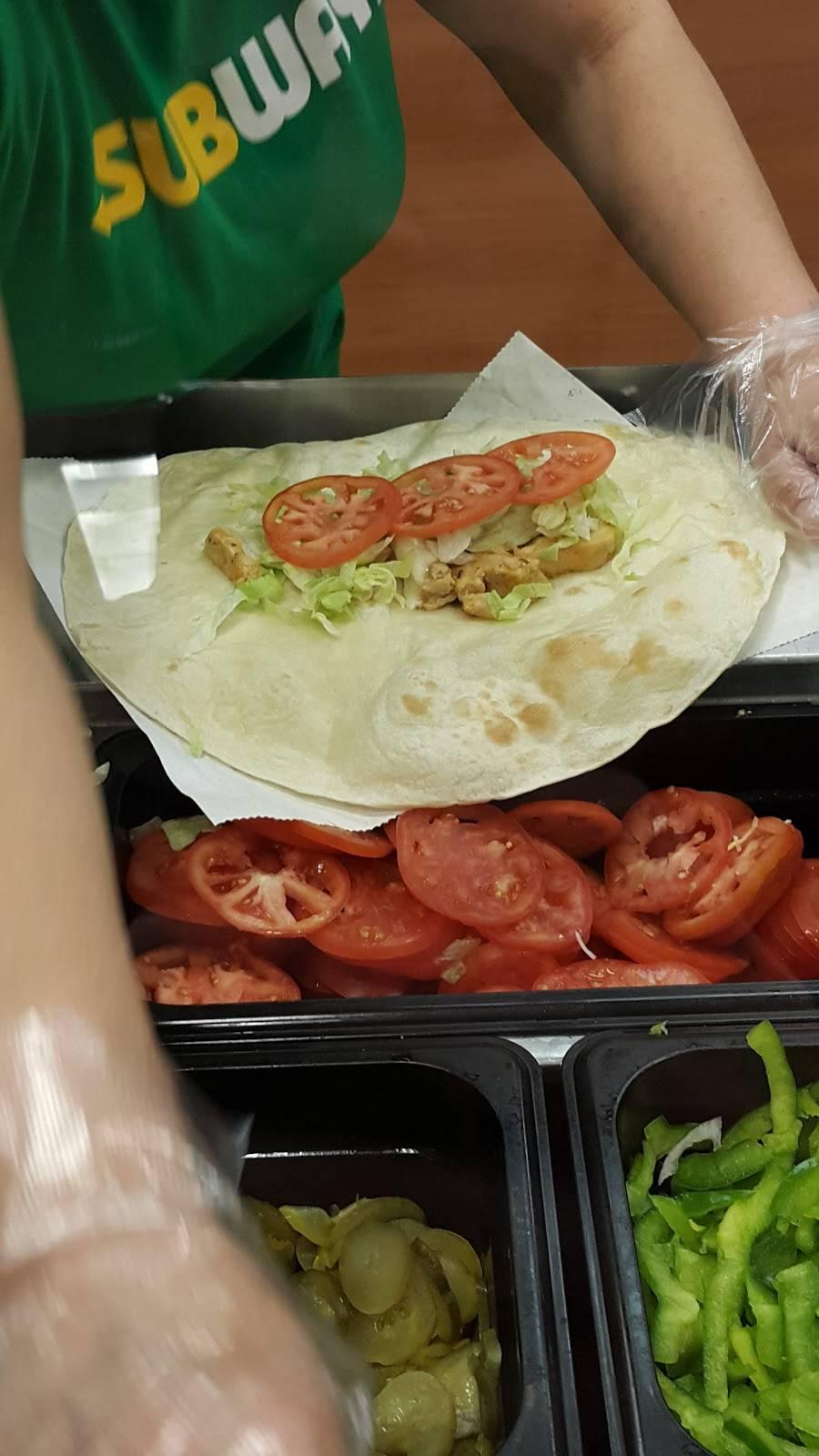 Subway Restaurants | restaurant | 6555 N Clark St, Chicago, IL 60626, USA | 7733386640 OR +1 773-338-6640