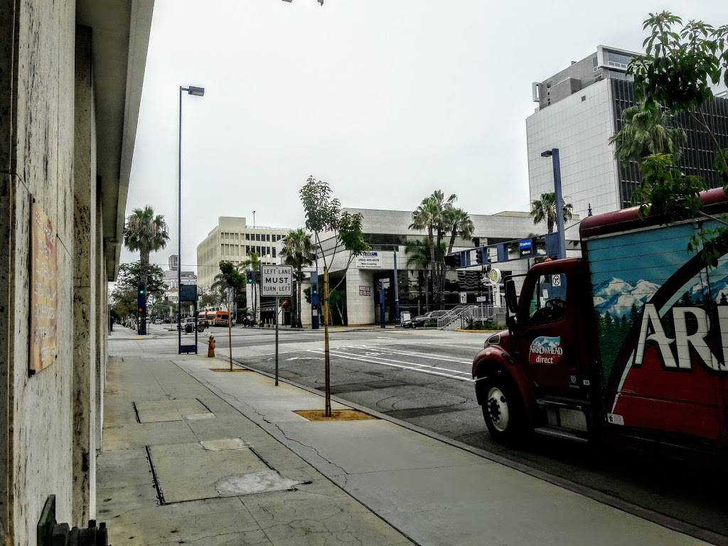 dollys   restaurant   235 E Broadway, Long Beach, CA 90802, USA   5624359400 OR +1 562-435-9400