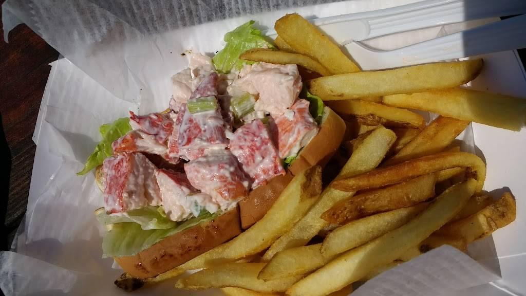 Champlins Seafood   restaurant   256 Great Island Rd, Narragansett, RI 02882, USA   4017833152 OR +1 401-783-3152
