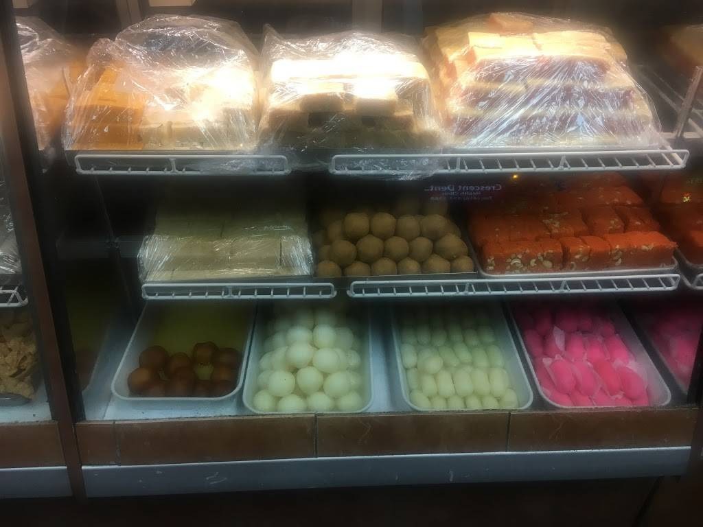 Capital Sweet and Samosa | restaurant | 62 Overlea Blvd, East York, ON M4H 1C4, Canada | 4164676060 OR +1 416-467-6060
