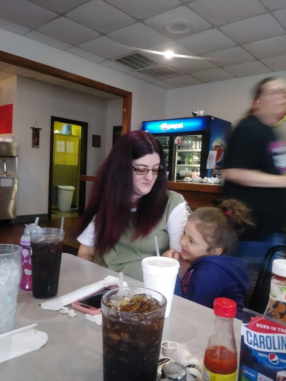 Freeway Diner   restaurant   Reidsville, NC 27320, USA   3363379673 OR +1 336-337-9673