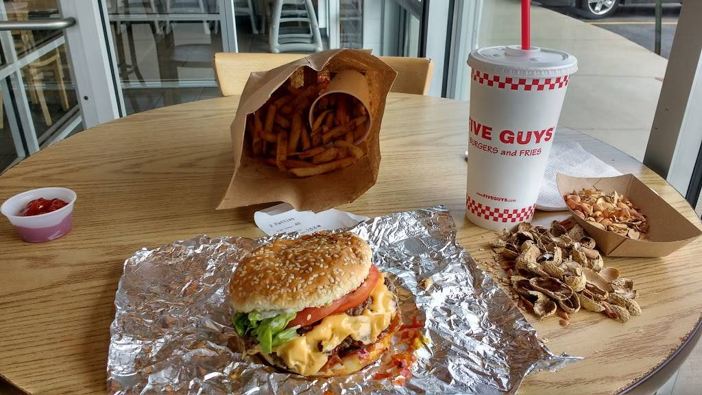 Five Guys | meal takeaway | 340 Ogden Ave, Downers Grove, IL 60515, USA | 6309631550 OR +1 630-963-1550