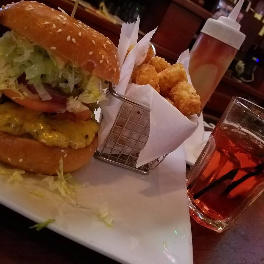 The East End Bar & Grill | restaurant | 1664 1st Avenue, New York, NY 10028, USA | 2123483783 OR +1 212-348-3783
