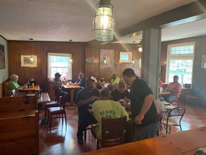 Lil Guss   restaurant   703 Dogwood Ave, Grottoes, VA 24441, USA   5402497172 OR +1 540-249-7172