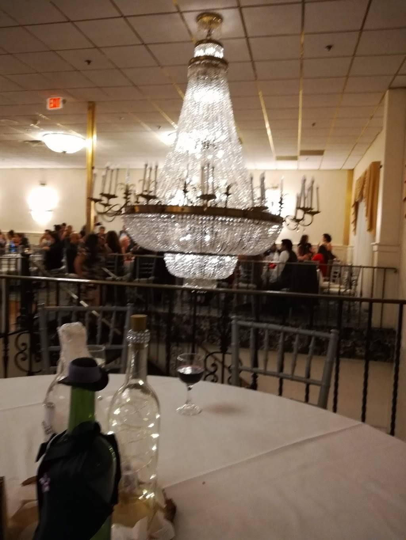 Anthonys Malden | restaurant | 105 Canal St, Malden, MA 02148, USA | 7813218900 OR +1 781-321-8900