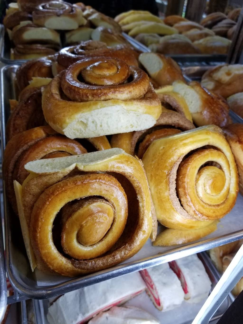 Monarca Panaderia y Pasteleria   bakery   4407 N Kimball Ave, Chicago, IL 60618, USA   8722085428 OR +1 872-208-5428