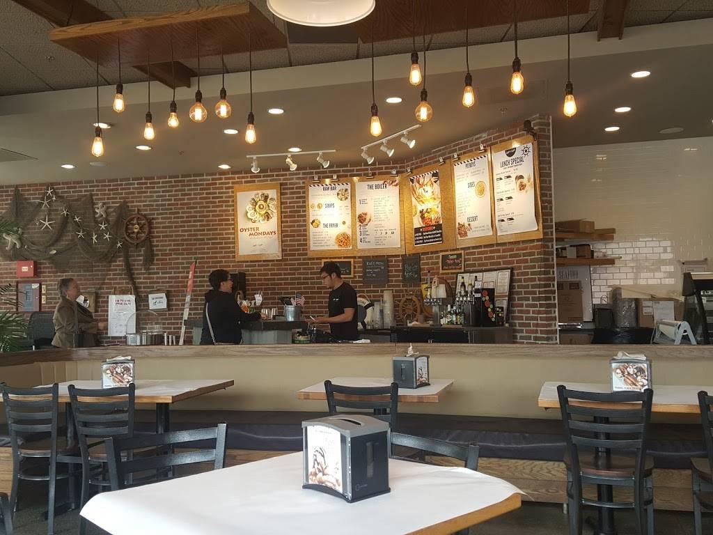 Capt Loui | restaurant | 3305, 101 Main St, Stoneham, MA 02180, USA | 7814352145 OR +1 781-435-2145