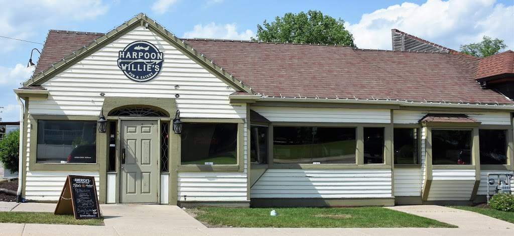 Harpoon Willies | restaurant | 8 E Geneva St, Williams Bay, WI 53191, USA | 2622456906 OR +1 262-245-6906