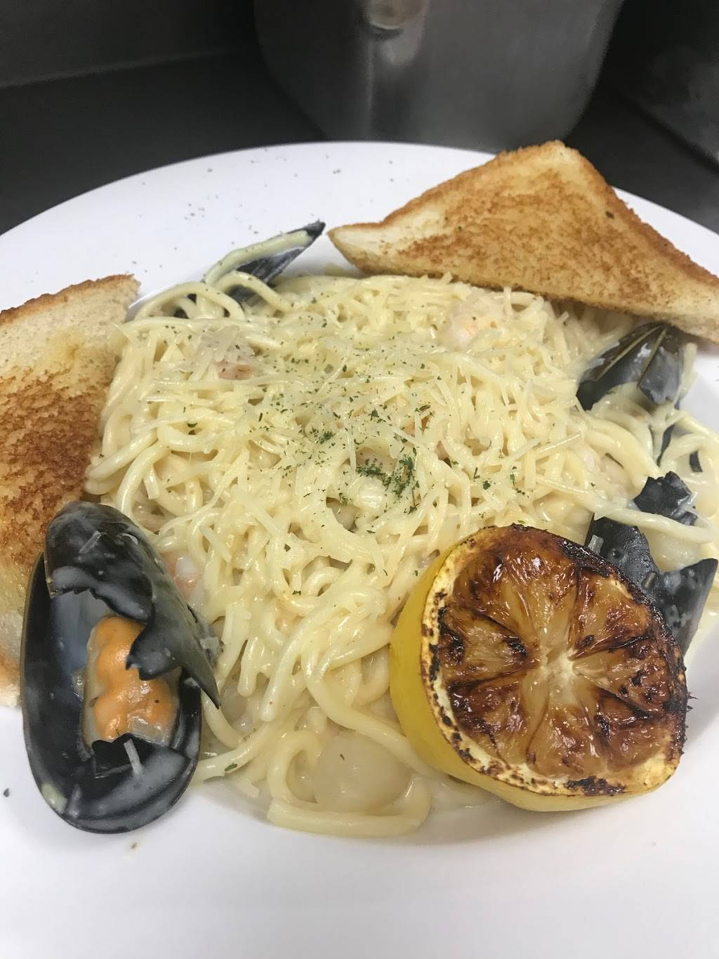 Samis Family Restaurant and Banquet Center | restaurant | 190 S Lincoln Dr, Troy, MO 63379, USA | 6367752368 OR +1 636-775-2368