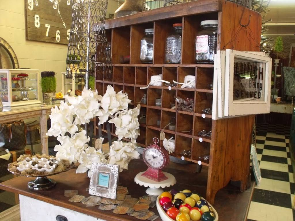 Indulge Antiques | restaurant | 3000 Gateway St #406, Springfield, OR 97477, USA | 5417473185 OR +1 541-747-3185