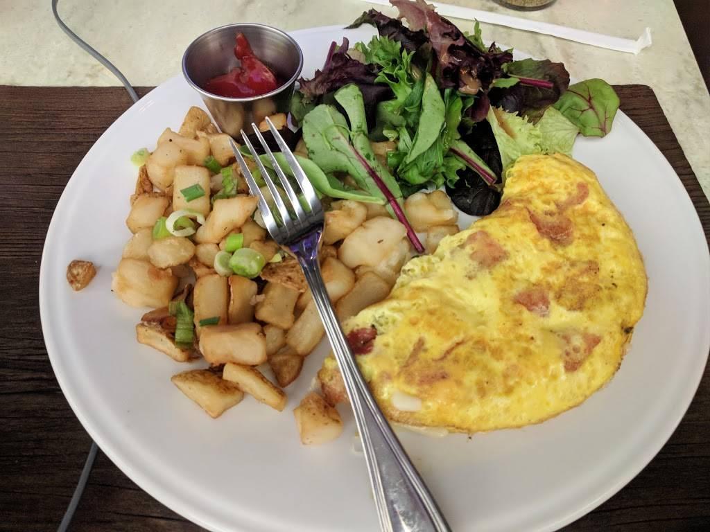 Crust | restaurant | LaGuardia Airport, Terminal D, Gates 1-2, LaGuardia Rd, Flushing, NY 11371, USA